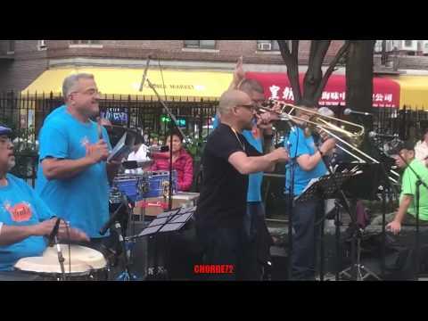 Salsa en la  Broadway Park Queens