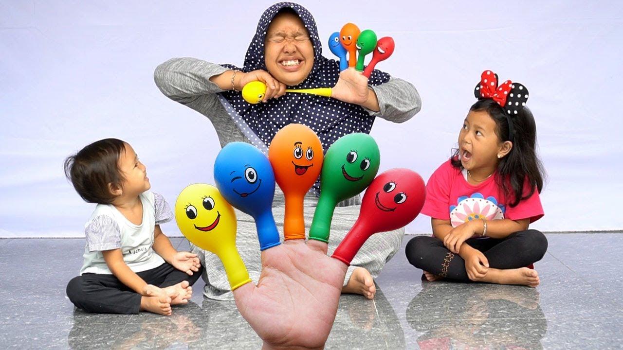 Download Surprise YUPI STROWBERRY KISS & KINDER JOY EGGS Dalam Balon Karakter BALLOON FINGER FAMILY SONG