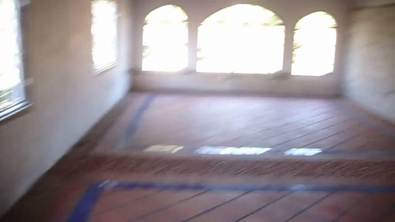 Puerta y piso sala comedor youtube for Pisos para comedor