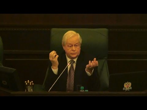 Профессор Суханов Е А  читает вводную лекцию слушателям первого курса Российской школы частного прав