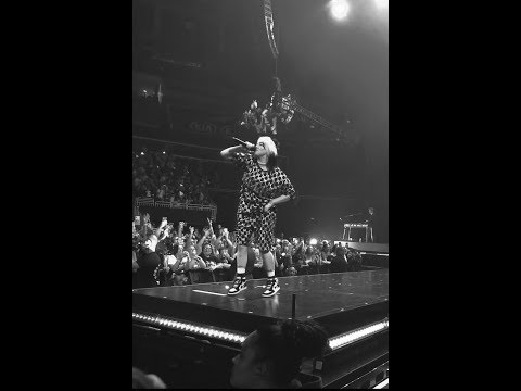 Billie Eilish - Bad Guy (live)