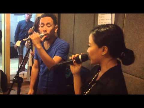 Bahagia Melihatmu Dengannya Live at OZ Radio - Pongki Barata and Astrid