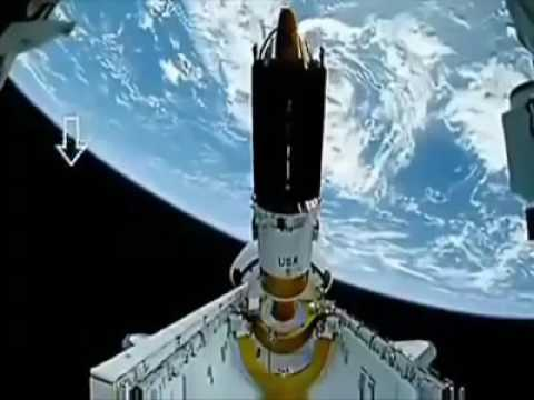 UFOs fly by the ISS - NASA live Stream
