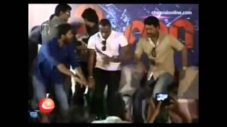 Danga Maari Oodhari Remix-cricket players