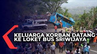 Diiringi Isak Tangis, Keluarga Korban Berdatangan ke Loket Bus Sriwijaya