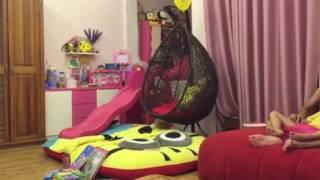 SUE & Bố Dũng làm ngựa cho con chơi trước giờ đi ngủ (9/10/2016)