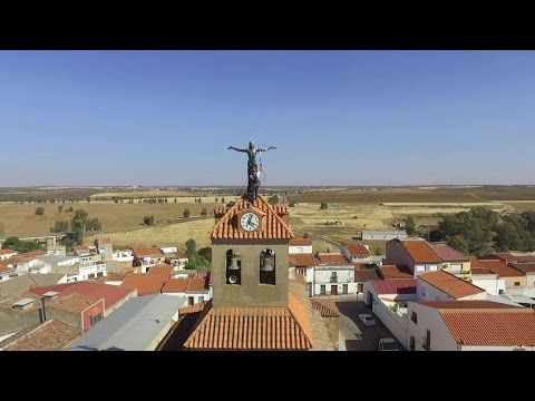 Rope access technician - Cleaning Jesus statue in Solana de
