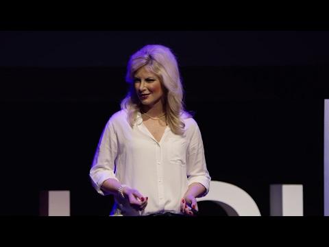 How Vultures Innovate Forensic Science | Lauren Pharr | TEDxLSU