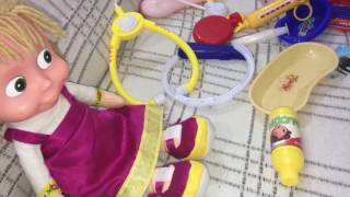 Maşa ve bebekler hello kitty havuzunda oynarken düşüyor,doktor oyunu, eğlenceli çocuk videosu