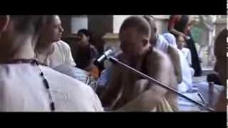 Aindra Prabhu Vrndavan 2006. morning bhajan