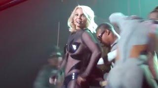 Britney Spears Has A Wardrobe Malfunction & Reacts Like A Pro