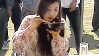大食いヴィーナス三宅智子さん西会津味噌ラーメンシンポジウムでのバト...