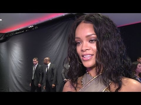 リアーナの美の秘訣 Rihanna unveils her beauty tips