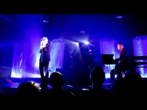 Hurts-Silver Lining Video(XviD 720x400 Mp3 320kbps)