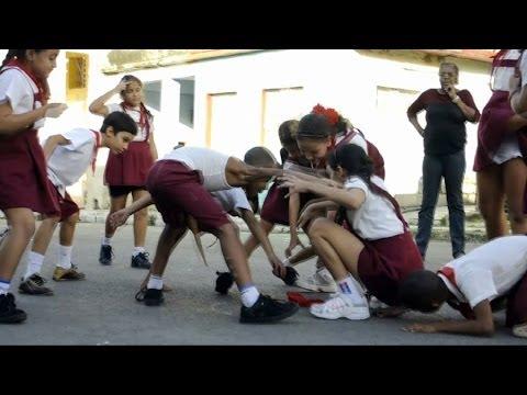 Pañoleta Cuban kids game played in the street