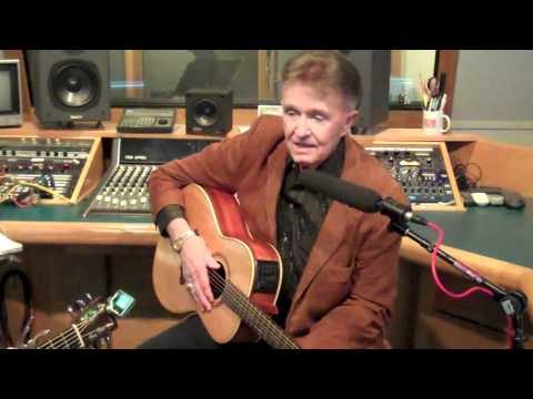 Bill Anderson Performs