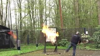 ACTION CENTER: Test von Sicherheitsfolien durch Sprengung & Molotow-Cocktail
