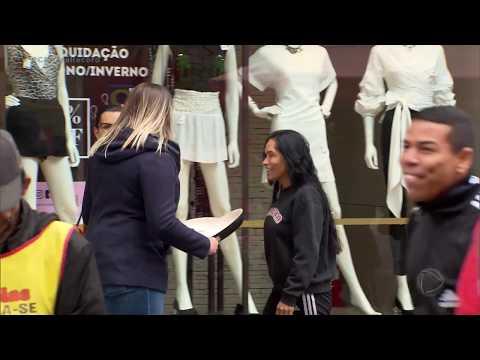 Nas ruas Câmera Record faz experimento que simula as propagandas na internet