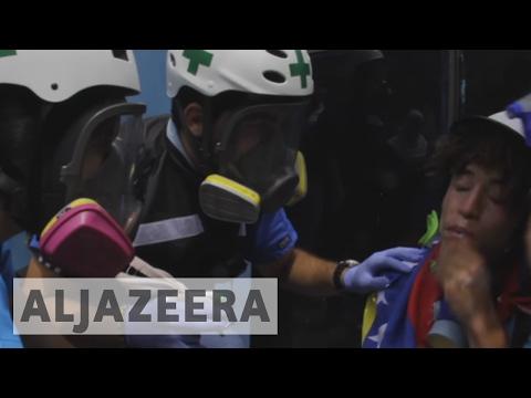 Venezuela medical students' group treats injured protesters
