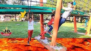 地上有岩漿挑戰!好好玩喔~The Floor Is Lava Challenge 親子互動遊戲~ Fun For Kids