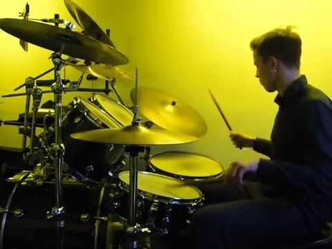 Игра на барабанах под минус.Стиль-фанк.