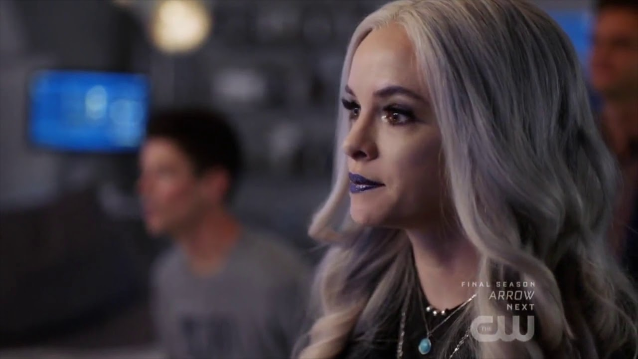 Download The Flash 6x02 - Frost talks about paintings