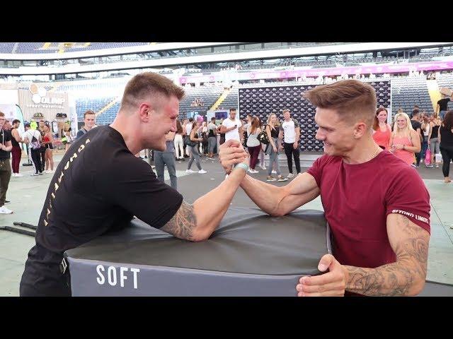 Michael SMOLIK vs. KSFREAK - Armdrücken CHALLENGE & mehr ׀ ARM WRESTLING