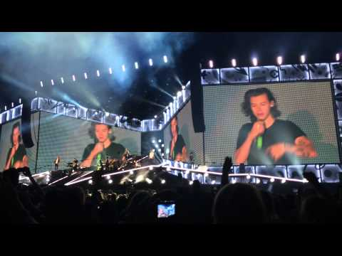 One Direction - Intro + Clouds (On The Road Again Tour Adelaide 17/2/15)
