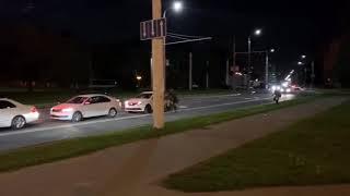 Таксист спас протестующего от бандитов! Видео — аж дух захватывает!  Видео: Еврорадио