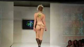 Repeat youtube video catwalk_fashionshow_sexy_bodypaint_2008.flv