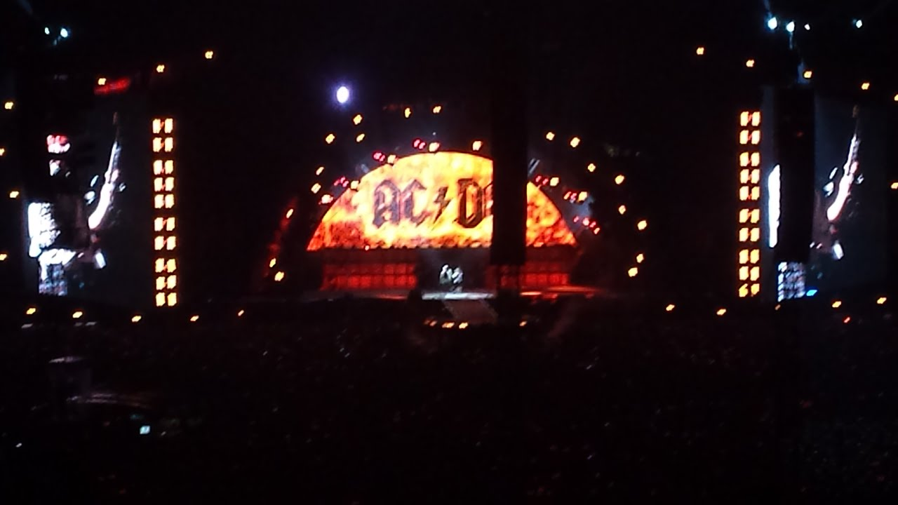 AC/DC - Highway To Hell (London 4/6/16) - YouTube