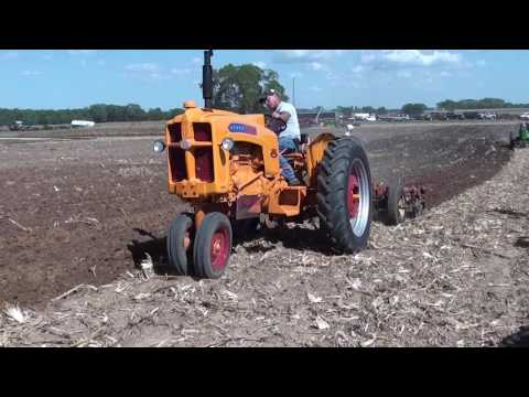 PLOWING WITH ANTQUE OLIVER JOHN DEERE MOLINE TRACTORS tubalcain