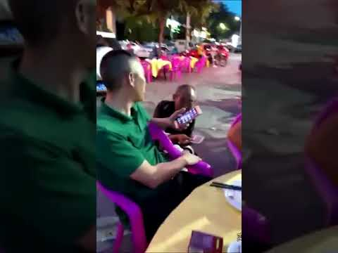 [Funny] China Beggar Using WeChat as Payment to Receive