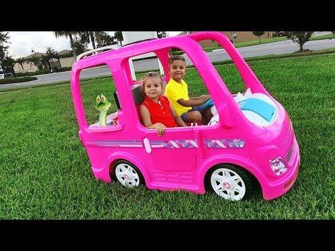 Diana y su auto Barbie - Una Aventura de Acampada
