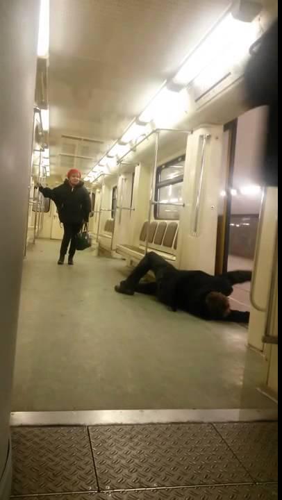 Баба пьяная ночюв подземке фото 118-739