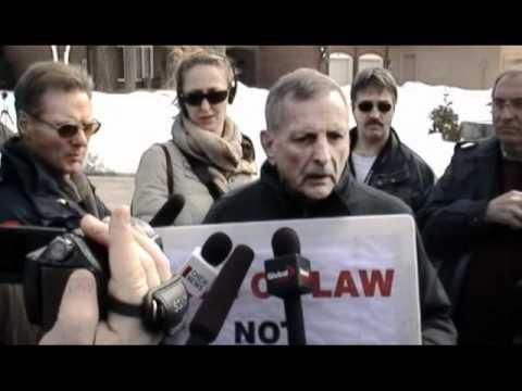 Merlyn Kinrade explains Caledonia to Toronto media at Julian Fantino's home