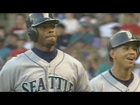 SEA@MIL: Griffey hits his 33rd home run of season