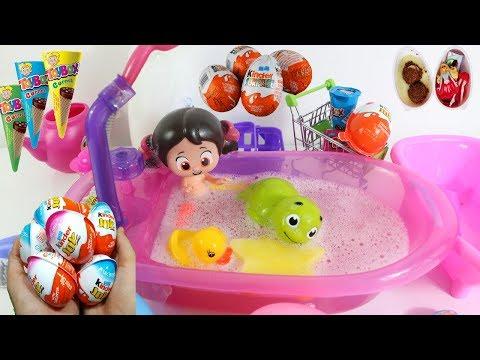 Niloya Oyuncak Küvetinde Yıkanıyor Kinder Joy Yumurta Toybox Cornet Açıyor Surprize Eggs