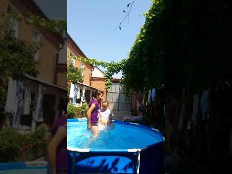 Как купаемся в бассейне