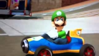 Luigi x waluigi comendo castanha