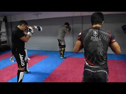 Kickboxing con Andrea Salazar, sombra y entrada en calor