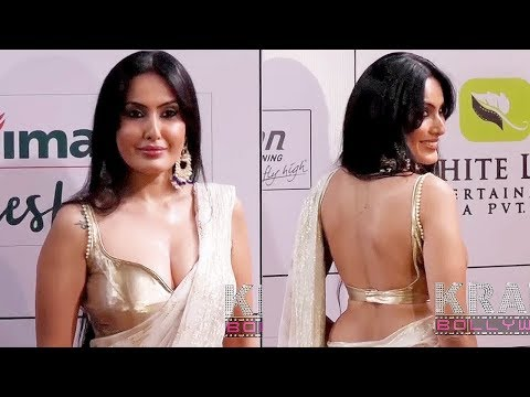 Kamya Punjabi Stunning LOOKS In Saree At 11th Kesh King Gold awards thumbnail