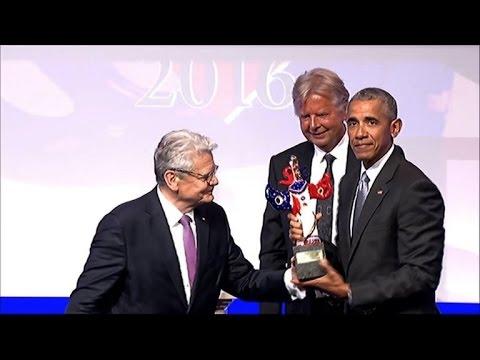 Barack Obama reçoit le Prix allemand des médias