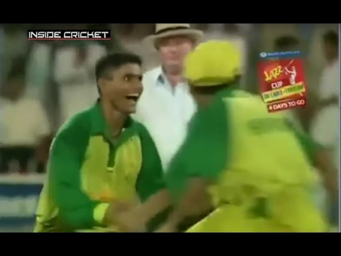 Tony Grieg unbelievable commentary - WASIM AKRAM & RAZZAQ DESTROY SRI LANKA - 8 WICKETS