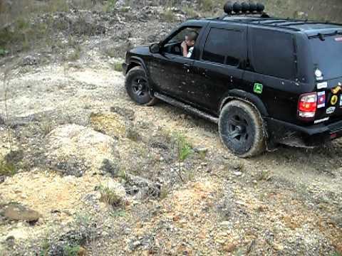 Nissan Pathfinder 2000 4x4 (Subiendo)