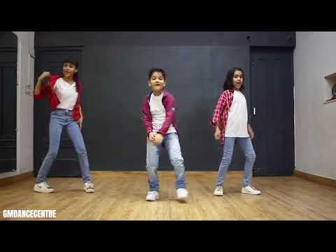 Akshita    Naman and  Aanya dance