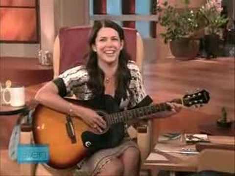 Lauren Graham sings