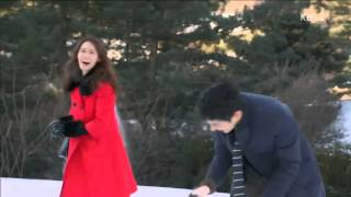 Yoona & Yoon Si Yoon snow fight