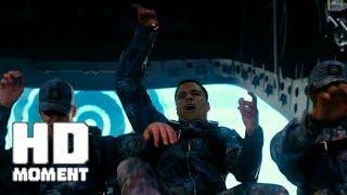 Ксандер Кейдж выбрасывает с самолёта элитных солдат - Три икса: Мировое господство (2017)