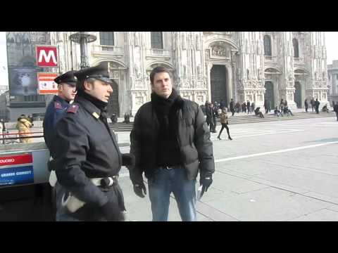 Milan Police Officers Are Very Friendly & Helpful | Piazza del Duomo | Milan, Italy